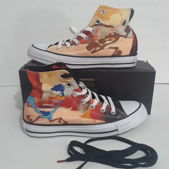 Looney Tunes x Chuck Taylor All Star Converse NWT